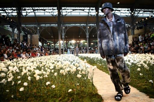 Graffiti et sandales-chaussettes: le streetwear chic par Virgil Abloh à Paris