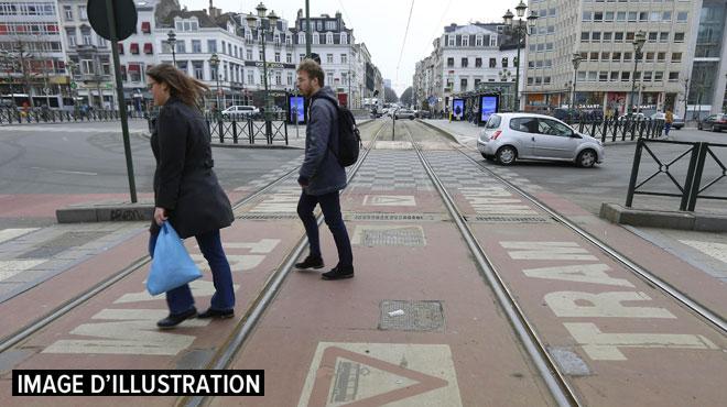 Bruxelles: une personne percutée par un tram ce matin avenue Louise