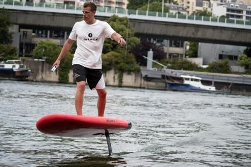 Avec le surf électrique, pas besoin de vagues sur la Seine!