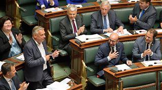 Patrick Dewael préside la Chambre depuis son bancpour empêcher Van Langenhove de monter au perchoir 4