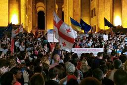 Géorgie : des milliers de manifestants contre la présence d'un Russe au parlement