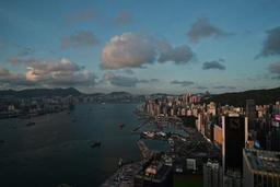 Des centaines de manifestants convergent vers le Parlement de Hong Kong