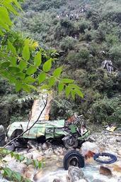Le bilan du bus dans un ravin en Inde grimpe à 44 morts