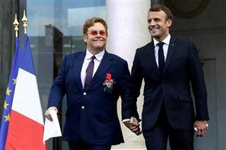 Main dans la main, Macron et Elton John mobilisent contre le sida