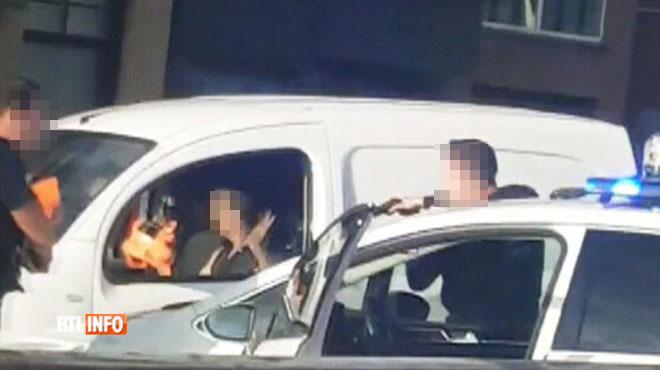 Dangereuse course-poursuite à Liège: un policier fait barrage avec son véhicule pour éviter un drame