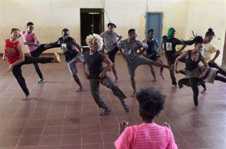 Les Pieds dans la mare, compagnie de danse issue des quartiers pauvres à Abidjan