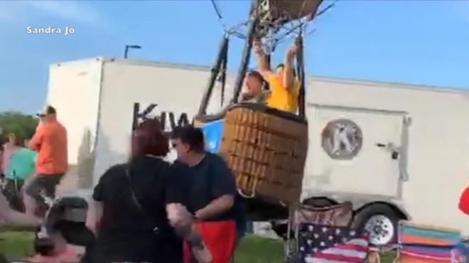 Le moment EFFRAYANT où une montgolfière fait un atterrissage difficile et heurte plusieurs personnes