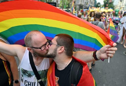 Ukraine: la gay pride réunit des milliers de personnes à Kiev