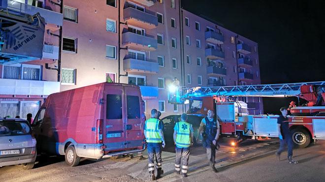 Le feu prend dans la poubelle d'une toilette d'un appartement à Marchienne-au-Pont: les locataires pris au piège par les fumées dans l'escalier