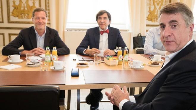 Formation du gouvernement bruxellois: les libéraux flamands ne viendront pas à la table des négociations cet après-midi