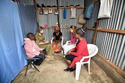 La reine Mathilde en visite dans un bidonville au 2e jour de sa mission Unicef au Kenya