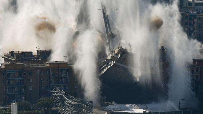 Ce qu'il restait du pont de Gênes vient d'être détruit à l'explosif: 4.500 tonnes de béton se sont effondrées en 7 secondes