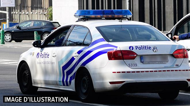 Un véhicule de police renverse un cycliste près de la porte de Hal à Bruxelles