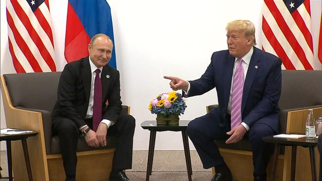 Index tendu, Trump fait semblant de sermonner Poutine: