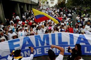 Des milliers de manifestants contre le mariage gay en Equateur