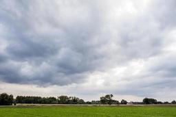 Quelques nuages dans le ciel dimanche après-midi