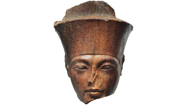 Une sculpture de Toutankhamon aux enchères — L'Egypte proteste