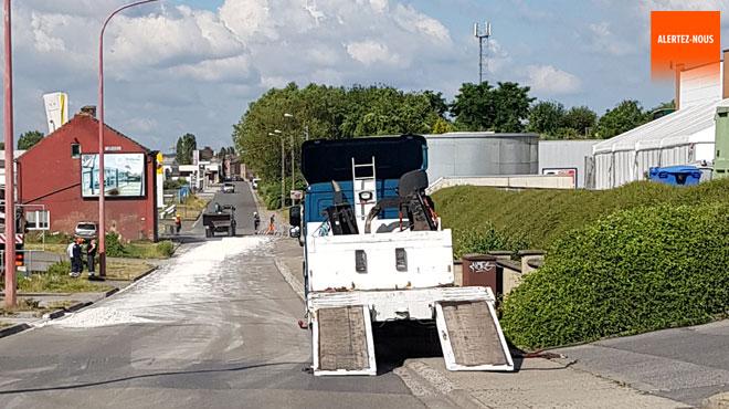 De la chaux vive renversée sur la chaussée à Montignies-sur-Sambre provoque d'importants embarras de circulation