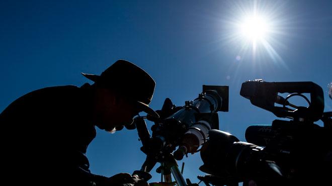 Une éclipse totale du soleil va se produire aujourd'hui au Chili: comment l'observer en direct depuis chez vous?