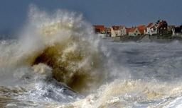 Pas-de-Calais: une embarcation avec 12 migrants s'échoue sur une plage d'Ambleteuse