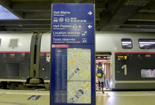 A Montparnasse, la CFDT sort son chrono pour dénoncer l'attente aux guichets