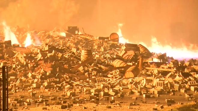 Aux Etats-Unis, la foudre s'abat sur un entrepôt de bourbon: l'incendie détruit 45.000 tonneaux