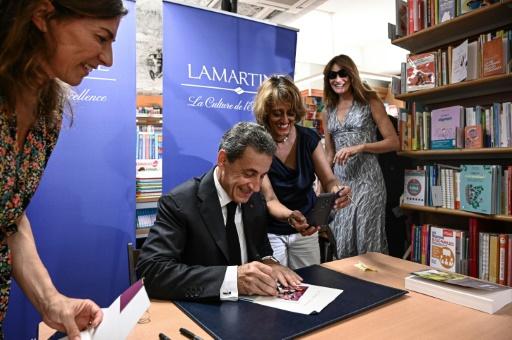 Nicolas Sarkozy s'installe en tête des ventes de livres