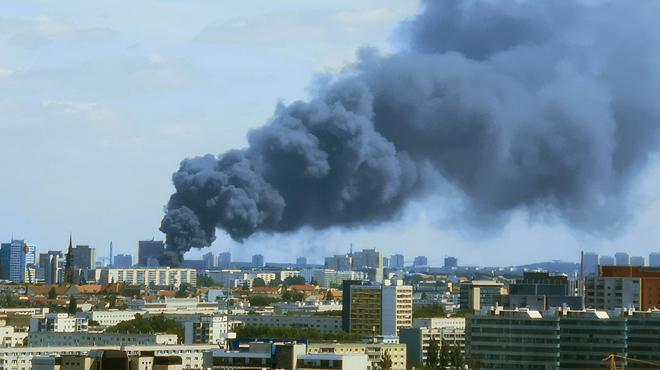 Un important incendie s'est déclaré dans un centre commercial de Berlin