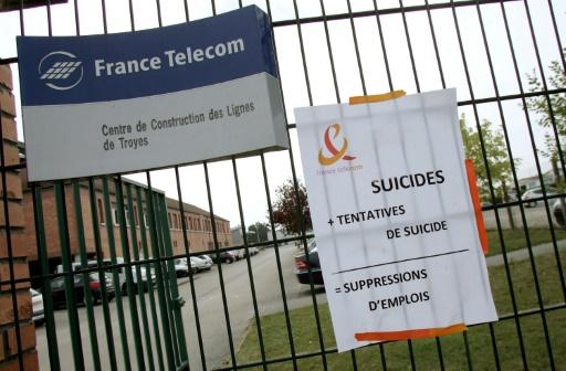 Procès France Télécom: mobilisation de salariés et syndicats devant le tribunal de Paris