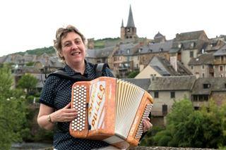 Sylvie Pullès, l'accordéoniste qui règne sur le folklore et le musette