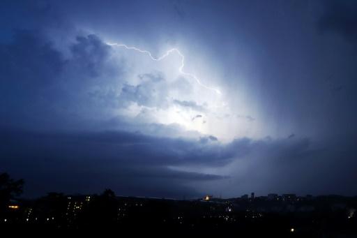 Alerte aux orages dans 23 départements de l'Alsace au sud-ouest