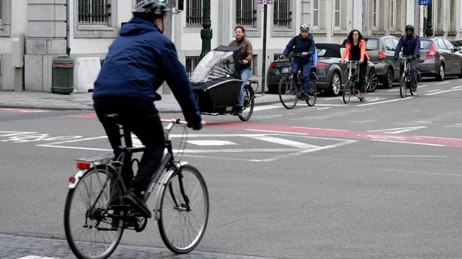 De plus en plus de Belges abandonnent leur voiture au profit du vélo: mais combien cela coûte?