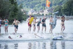 Une quinzaine de personnes prennent part au Big Jump dans la Meuse à Namur