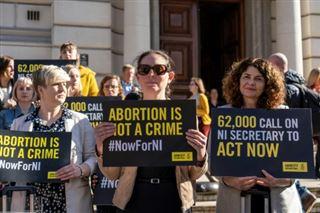 Les députés britanniques soutiennent l'accès à l'avortement et au mariage pour tous en Irlande du Nord