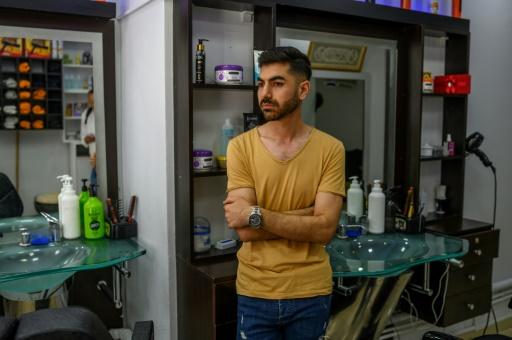 Tensions à Istanbul entre Turcs et le demi-million de réfugiés syriens: émeute devant un salon de coiffure après une rumeur