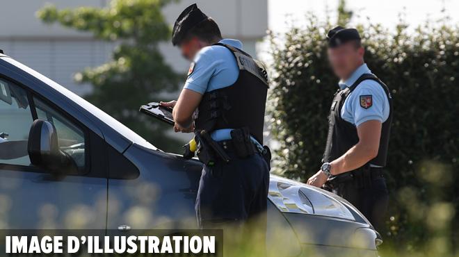 En revenant des courses, des parents oublient leur bébé dans la voiture durant 2h en France: