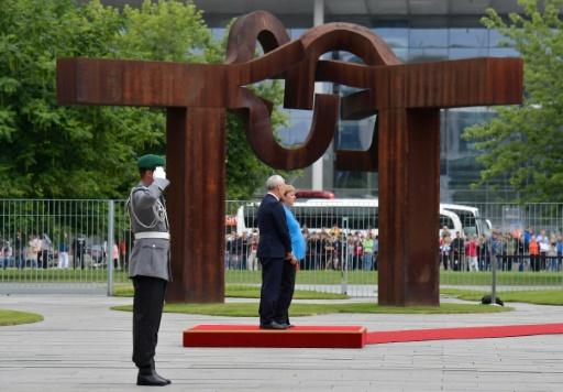 Merkel assure aller