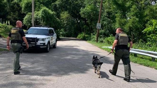 La police retrouve le suspect parce qu'il lâche un pet très bruyant
