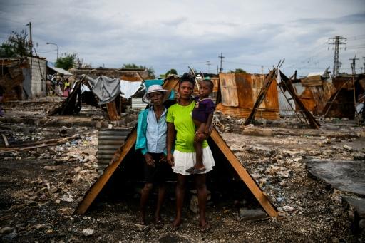 Voici la vie de Lovely Saint-Pierre, mère de 4 enfants qui vit dans le bidonville La Saline à Haïti: la guerre des gangs l'a mise à la rue