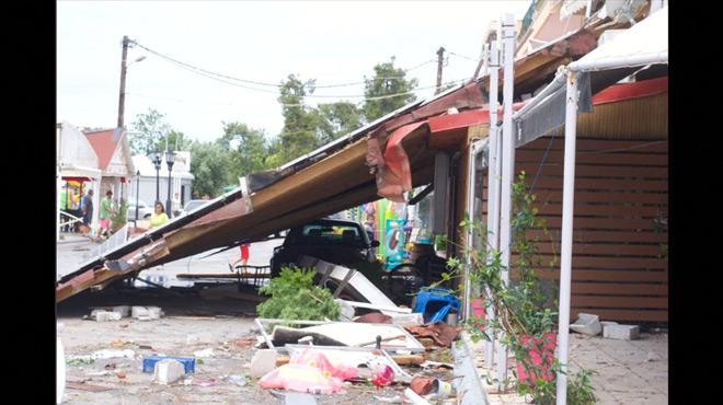 Une violente tornade fait 7 morts en Grèce: les images de