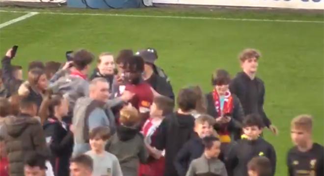 Un but et un incroyable bain de foule: Divock Origi est la nouvelle coqueluche de Liverpool (vidéo)