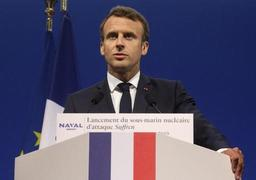 14 juillet: Macron reçoit à déjeuner une dizaine de dirigeants européens, dont Merkel
