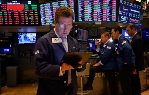 Wall Street clôture à des records, grisée par la perspective de baisse des taux
