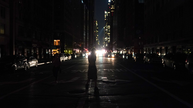 Ascenseurs bloqués, Times Square dans le noir, métros à l'arrêt, le concert de Jennifer Lopez annulé: que s'est-il passé hier soir à New York?