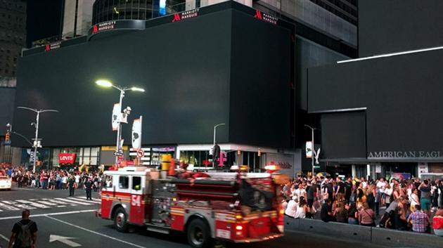 Le maire de New York critiqué pour son absence — Panne d'électricité géante