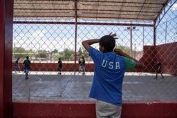 Les Etats-Unis refuseront dès mardi l'asile aux migrants qui transitent par le Mexique