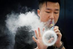 Les vapoteurs fument moins de cigarettes mais rechutent plus