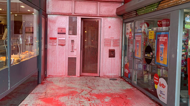 Bruxelles: le siège du Vlaams Belang maculé de peinture rouge