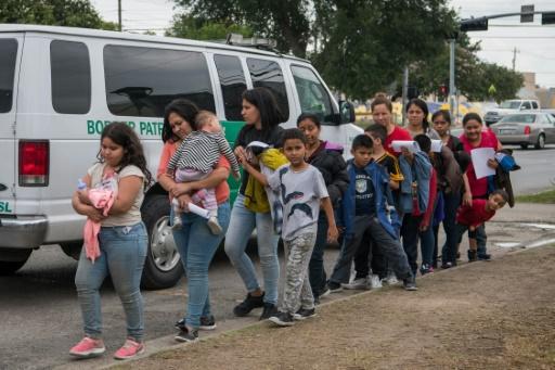 Plainte contre les restrictions de l'asile voulues par le gouvernement Trump