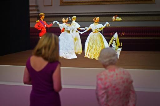A Buckingham, une exposition recrée les bals de l'époque victorienne